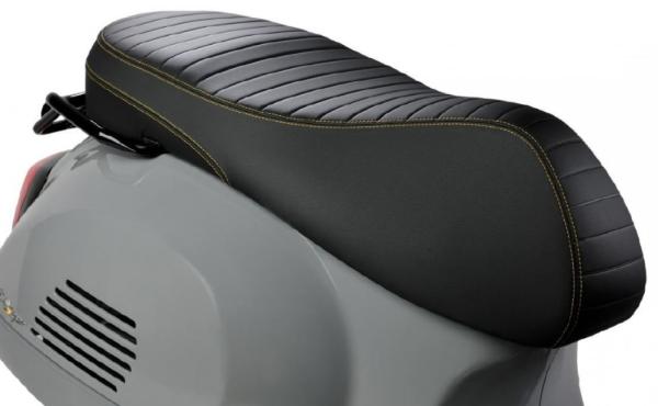 """Sportstoel """"Black Kit"""" voor Vespa GTS Super Tech HPE"""